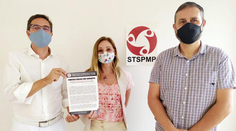 Candidato Gustavo retira documento com as demandas da categoria